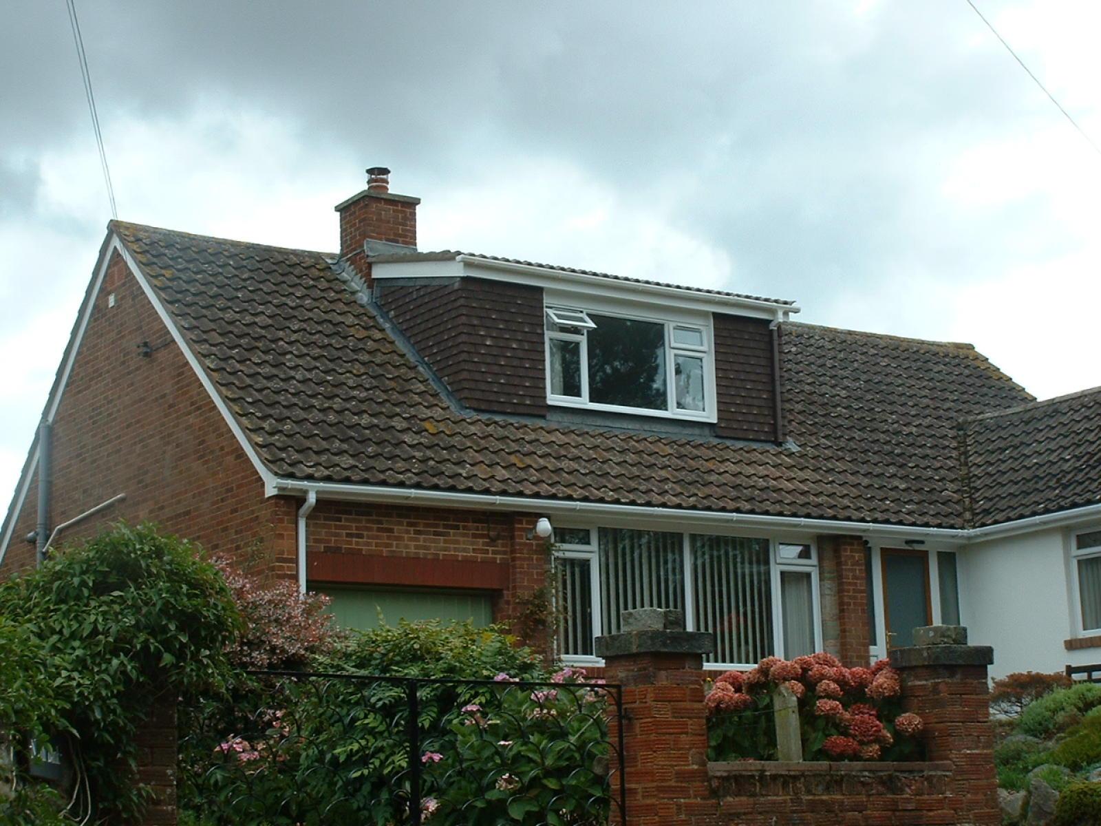 Крыша частного дома с мансардой
