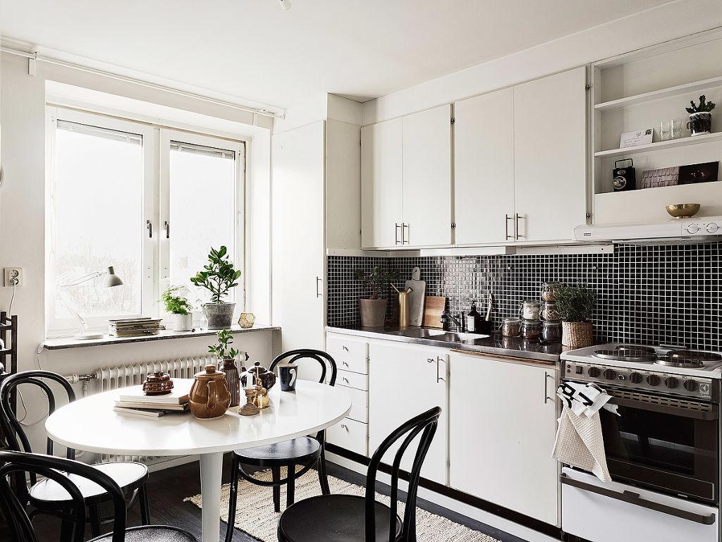 Черная мозаика на кухне