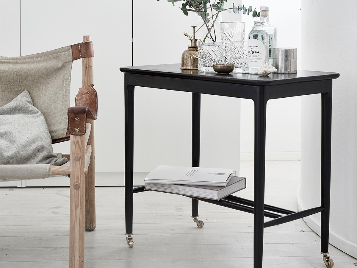 Сервировочный черный столик