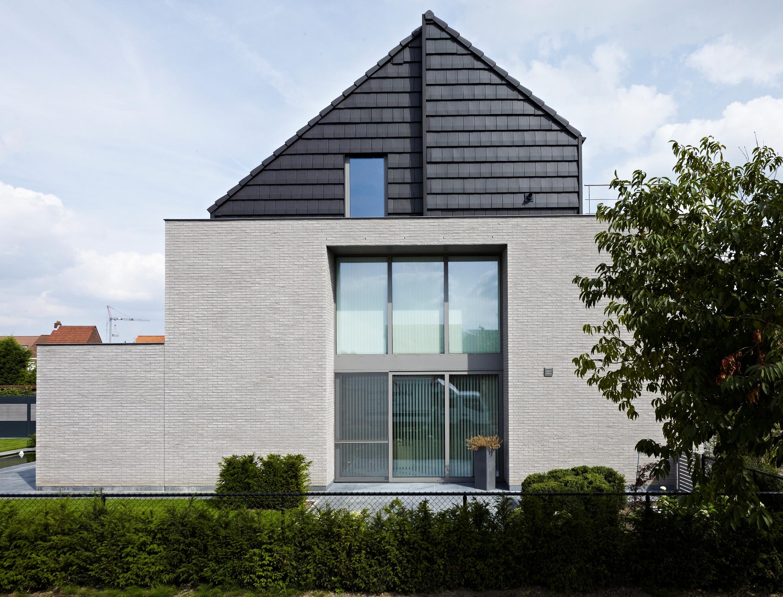 Крыша с мансардой черная