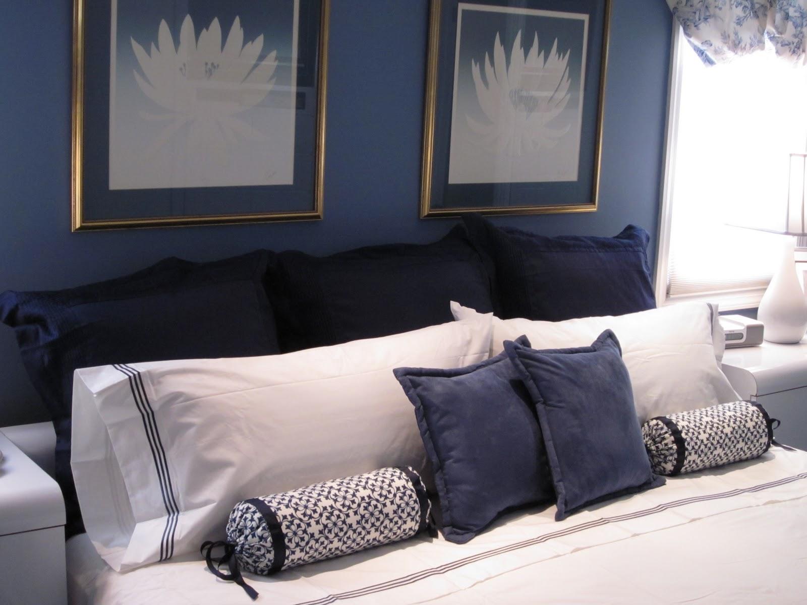 Подушка валик черно-белая