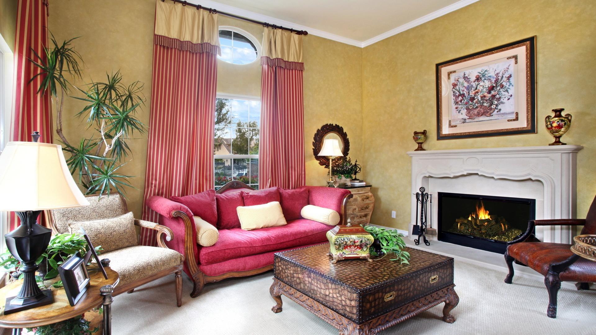 Малиновый цвет в классическом интерьере