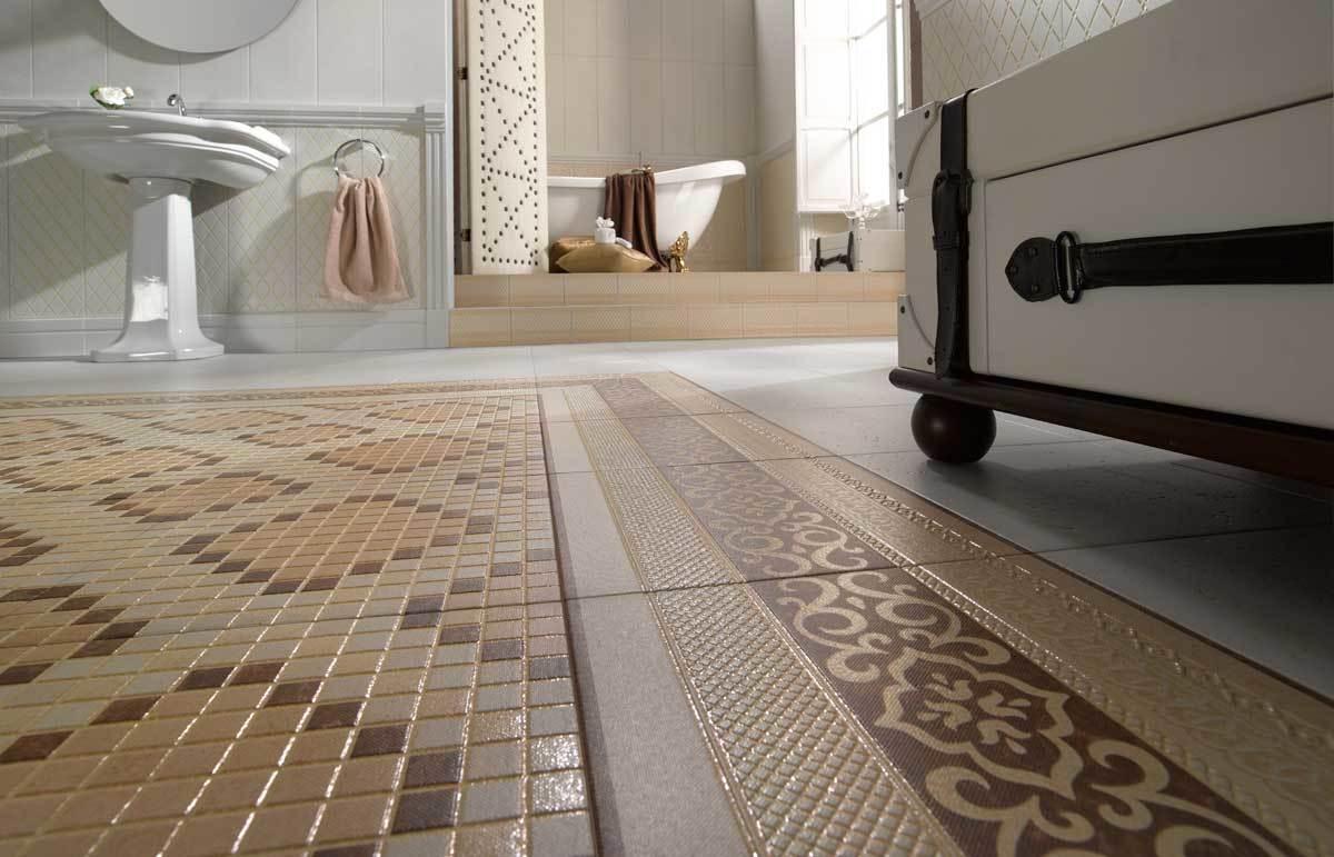 Мозаичная плитка на полу в классическом стиле