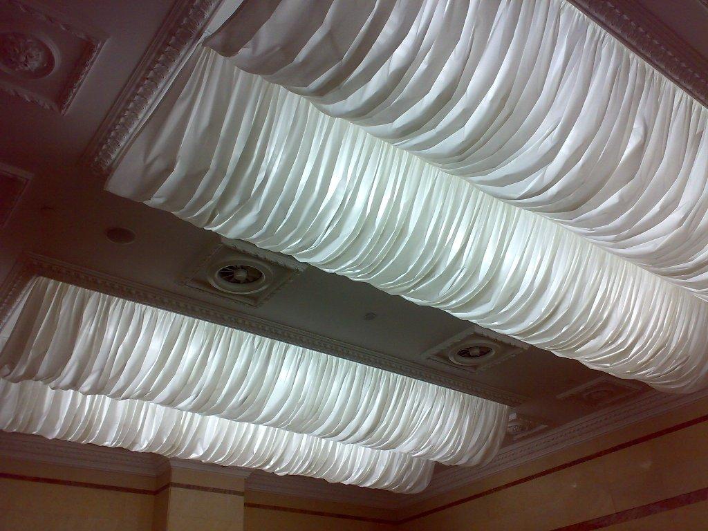 Драпировка тканью потолка в классическом интерьере