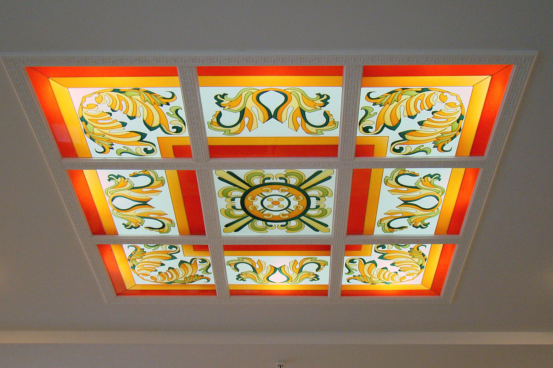 Витражный потолок в классическом стиле