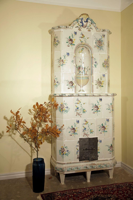 Изразцовая печь с цветами