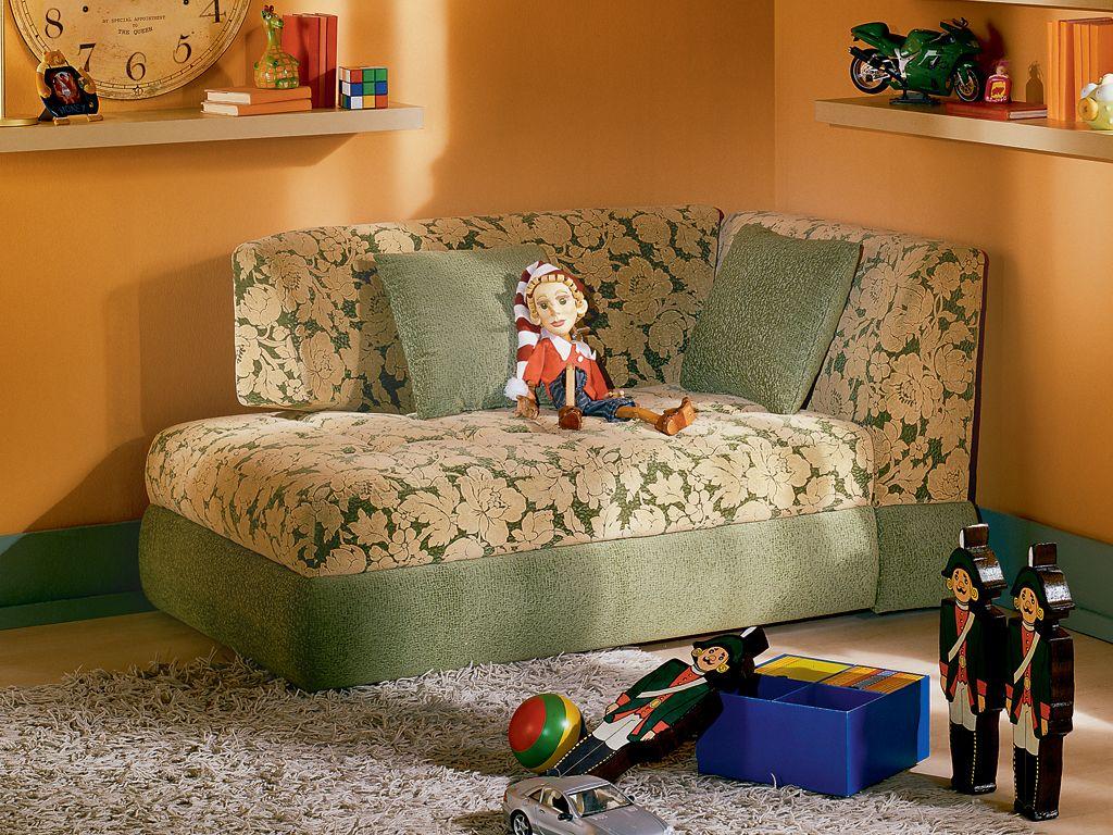 Кресло-кровать с цветами