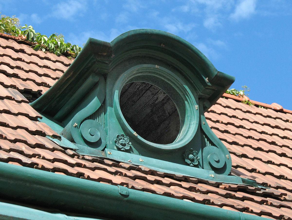 Слуховое окно с декором