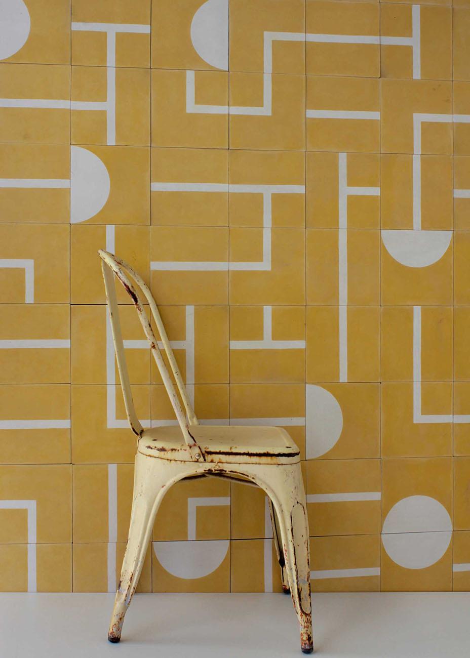 Желтая плитка с декором