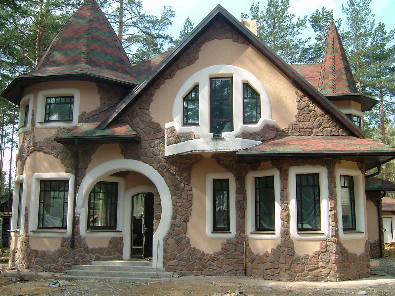 Декор дома фасадными панелями из камня