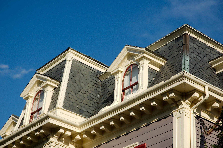 Крыша с мансардой и декором
