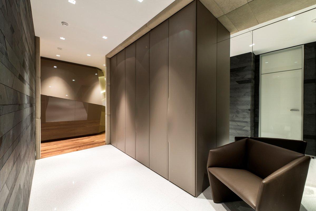 Стеновые декоративные панели в коридоре