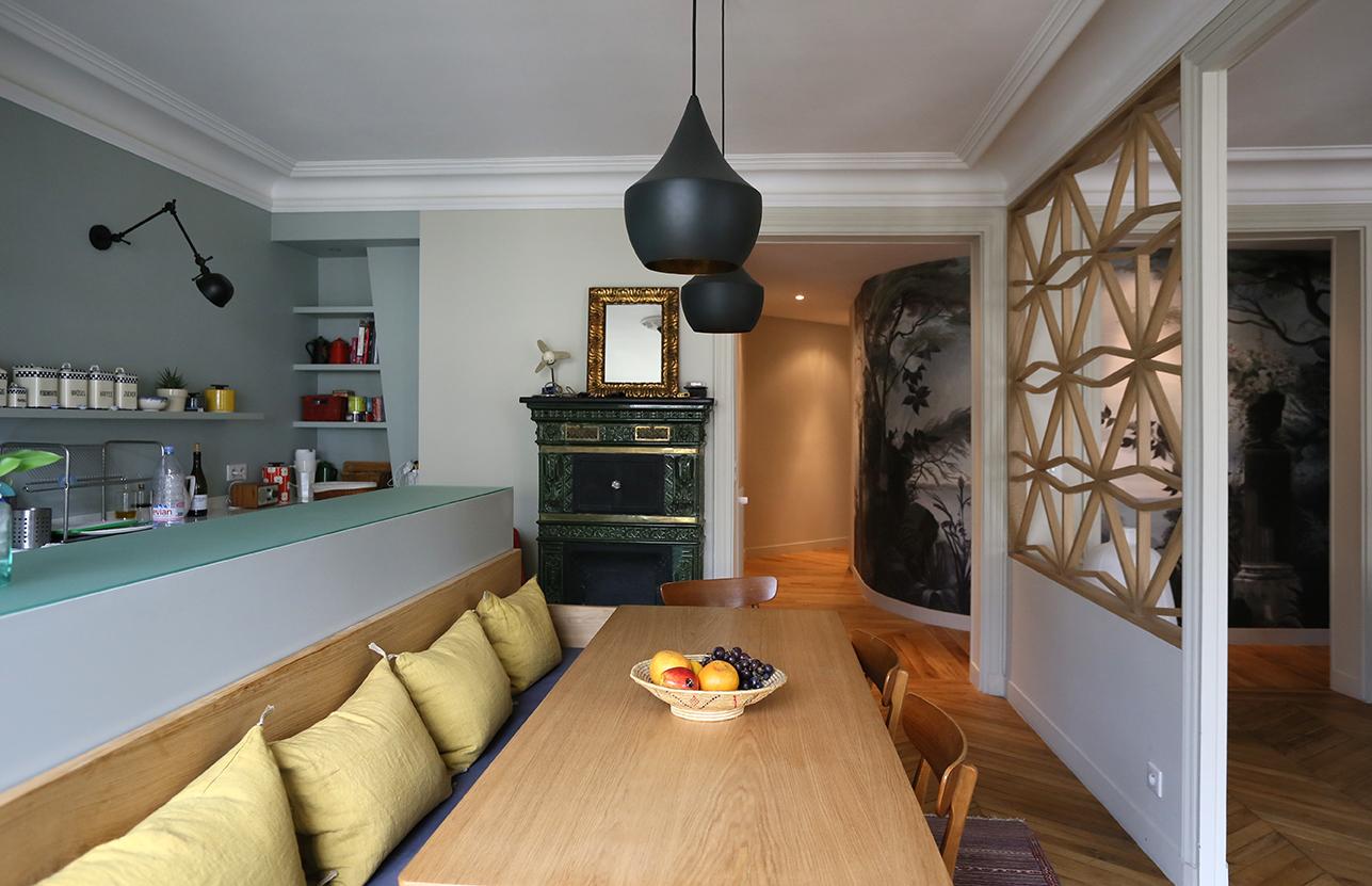 Перегородка между кухней и гостиной деревянная