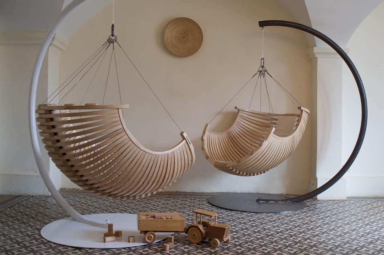 Кресло-шар из дерева