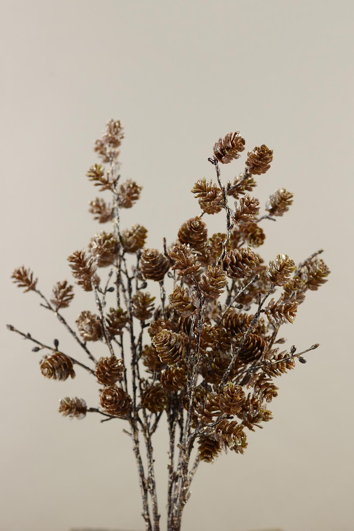 Дерево с шишками в интерьере