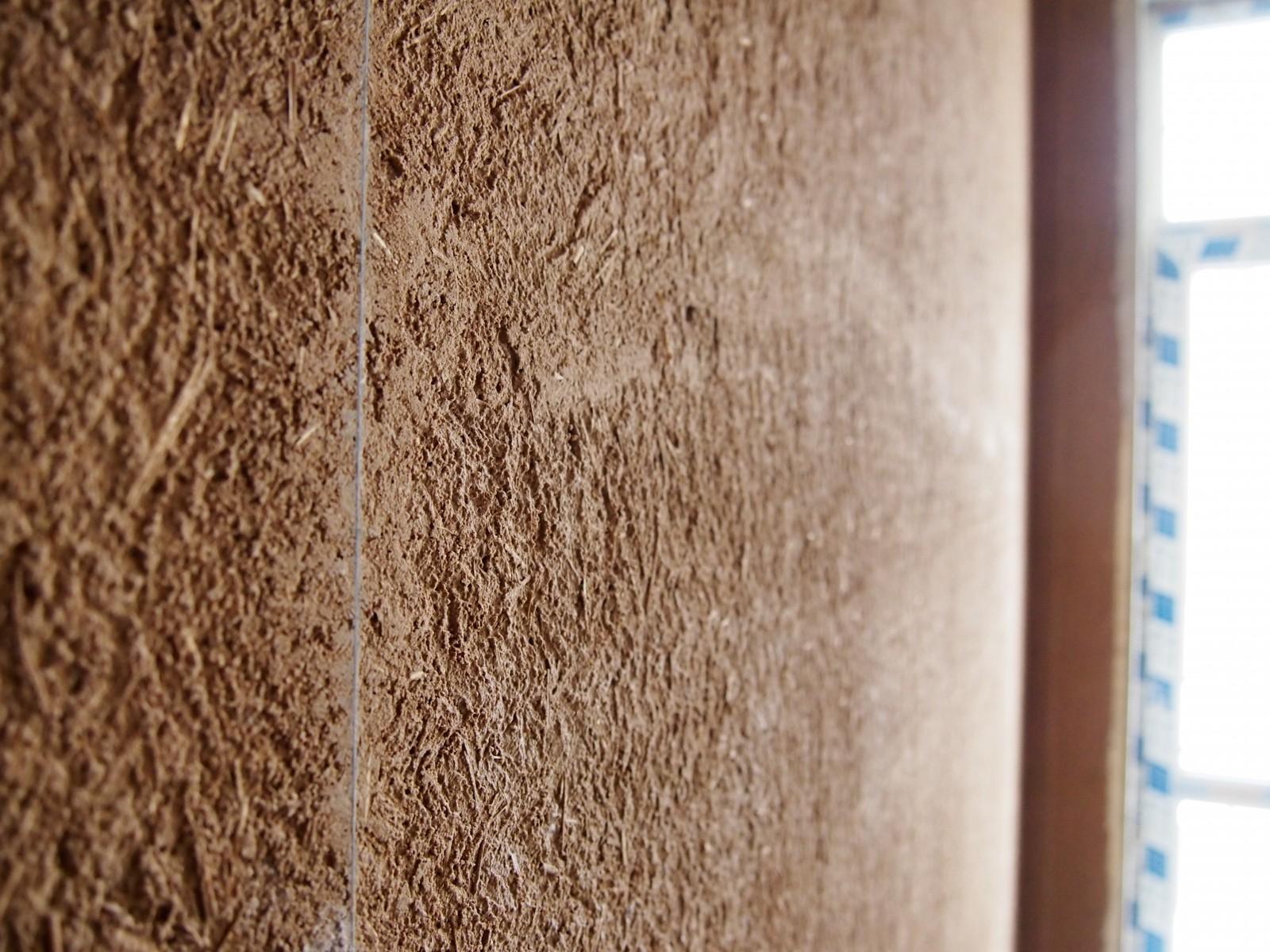 Штукатурка деревянной стены по маякам