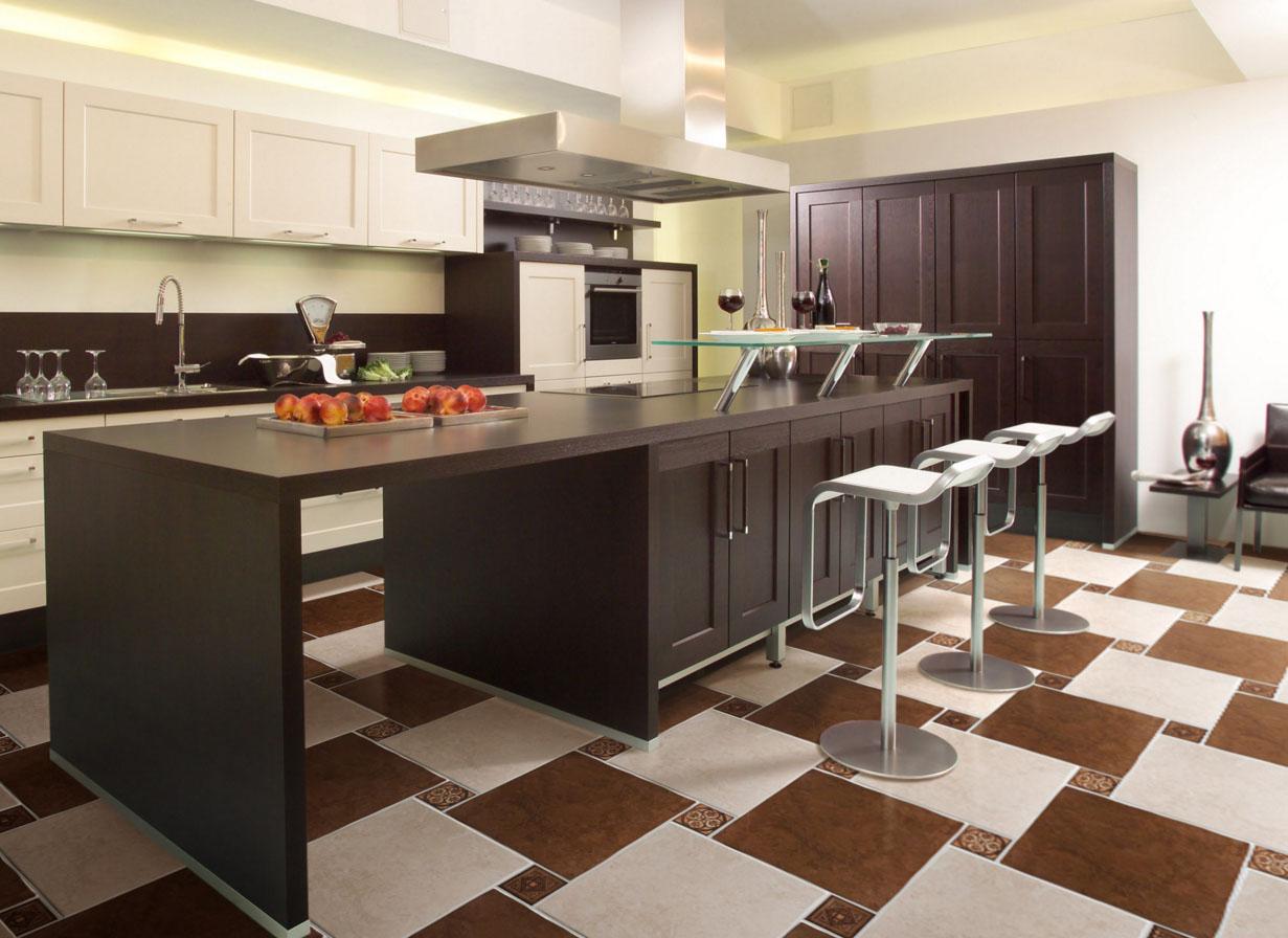 Напольная плитка из керамогранита по диагонали на кухне