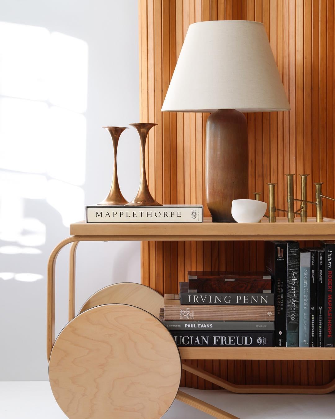 Сервировочный столик необычного дизайна