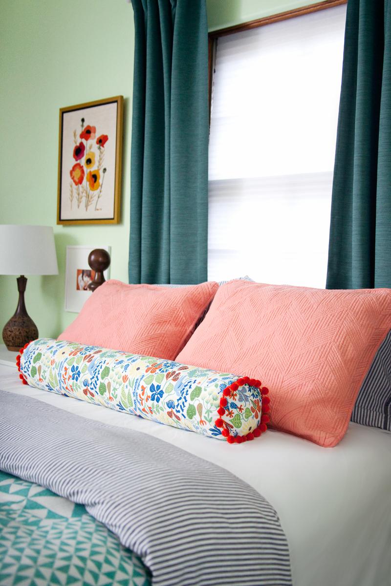 Подушка валик длинная