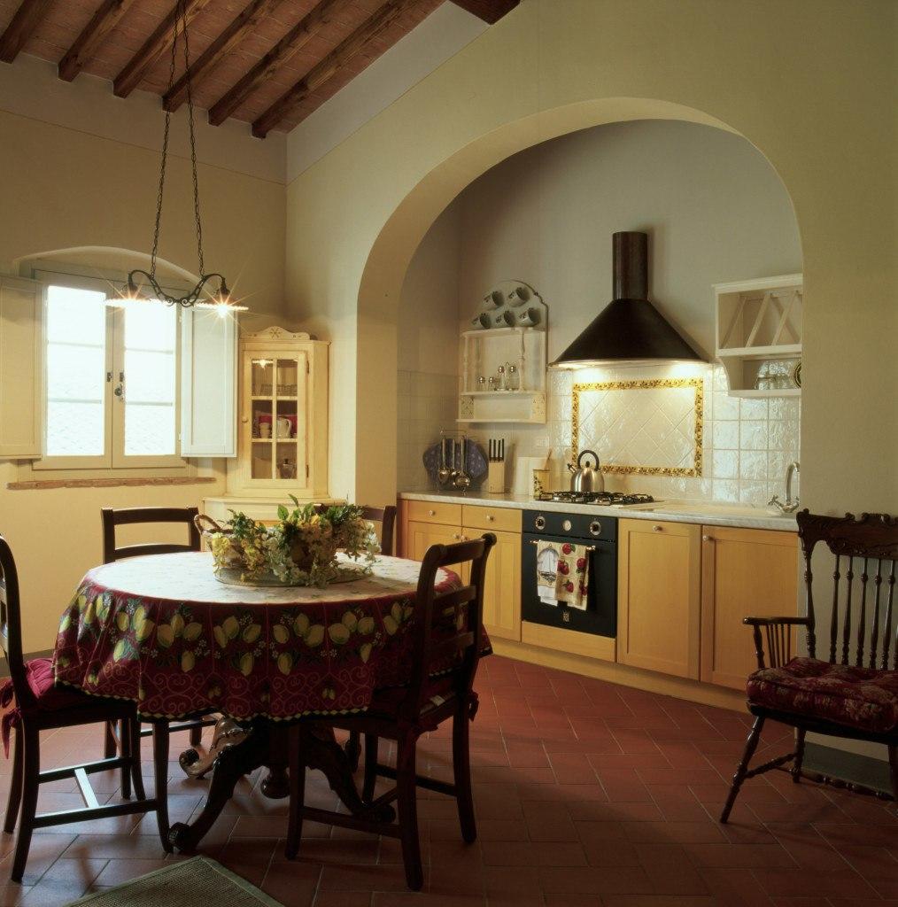 Кухня в тосканском стиле в доме
