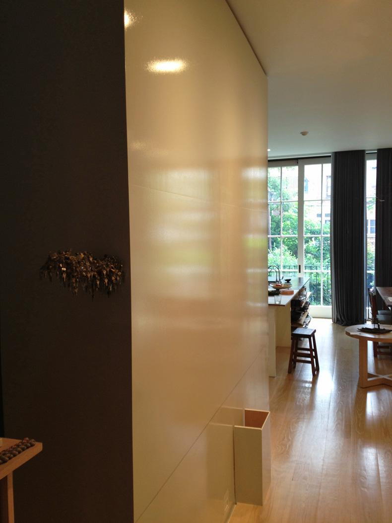 Глянцевая краска в интерьере дома