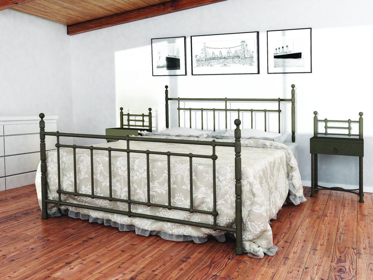 Кровать из металла в доме