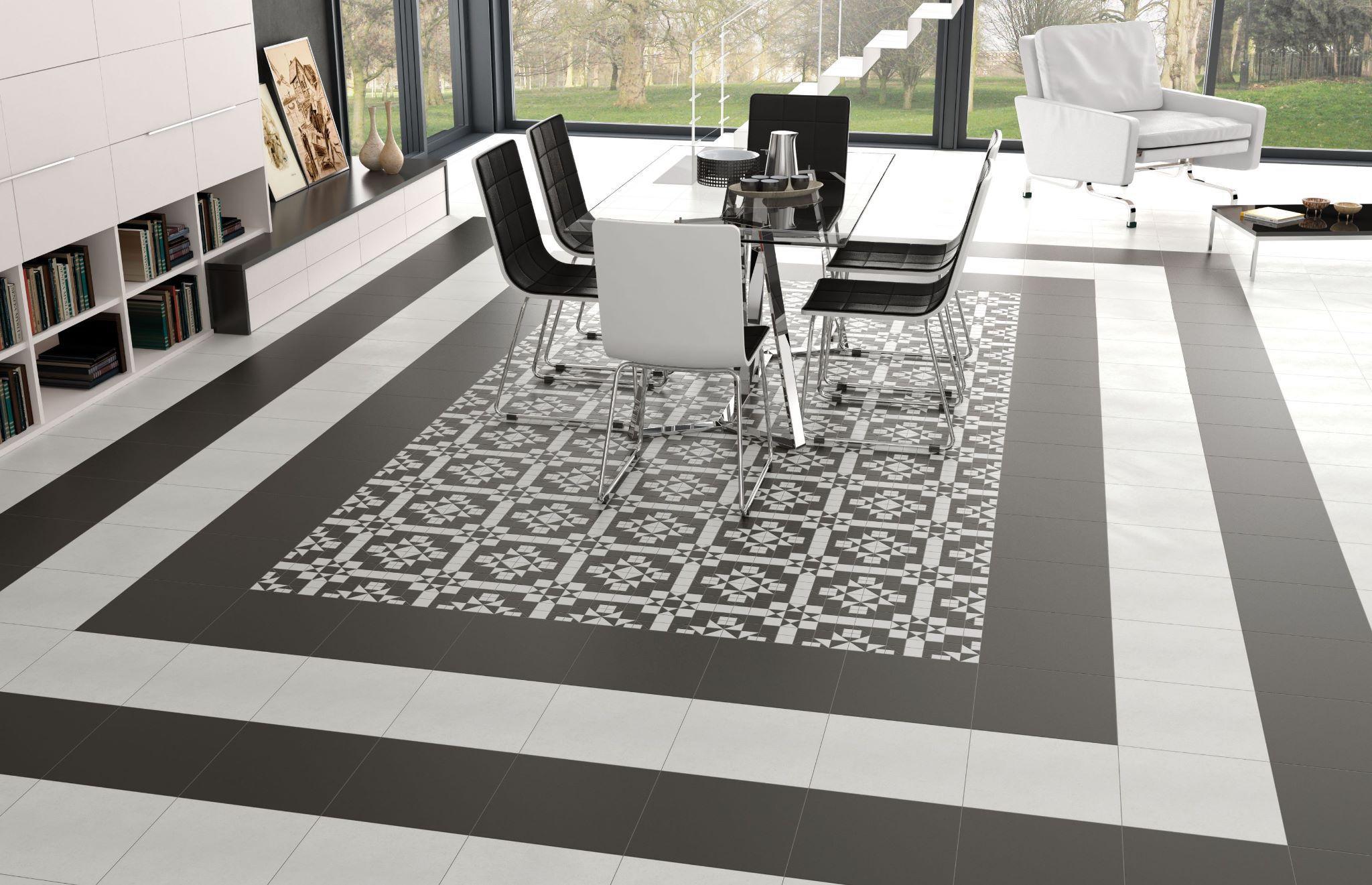 Мозаичная плитка на полу в интерьере дома