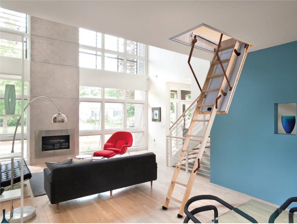 Чердачная лестница в доме