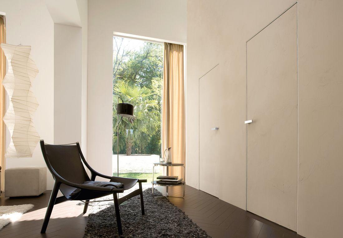 Дверь скрытого монтажа в доме