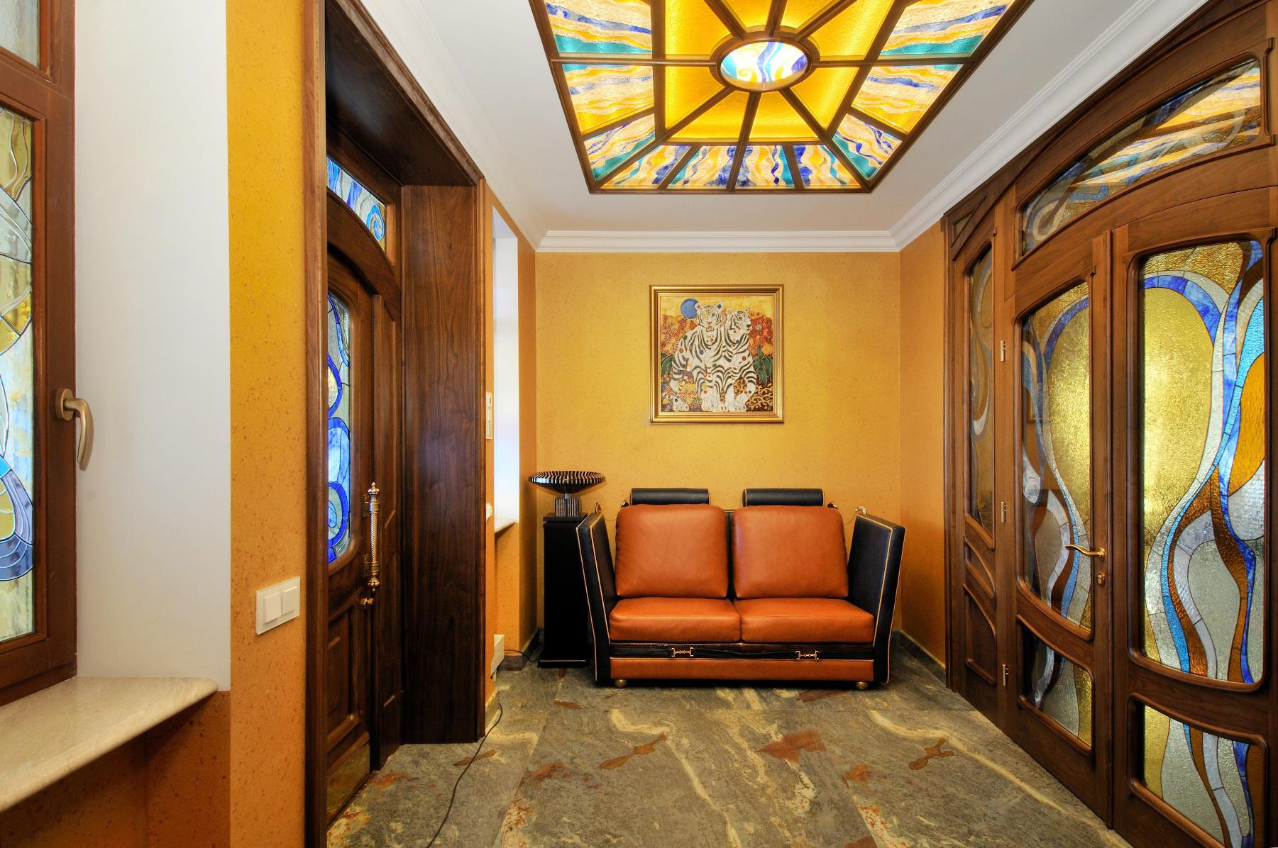 Витражный потолок в интерьере дома