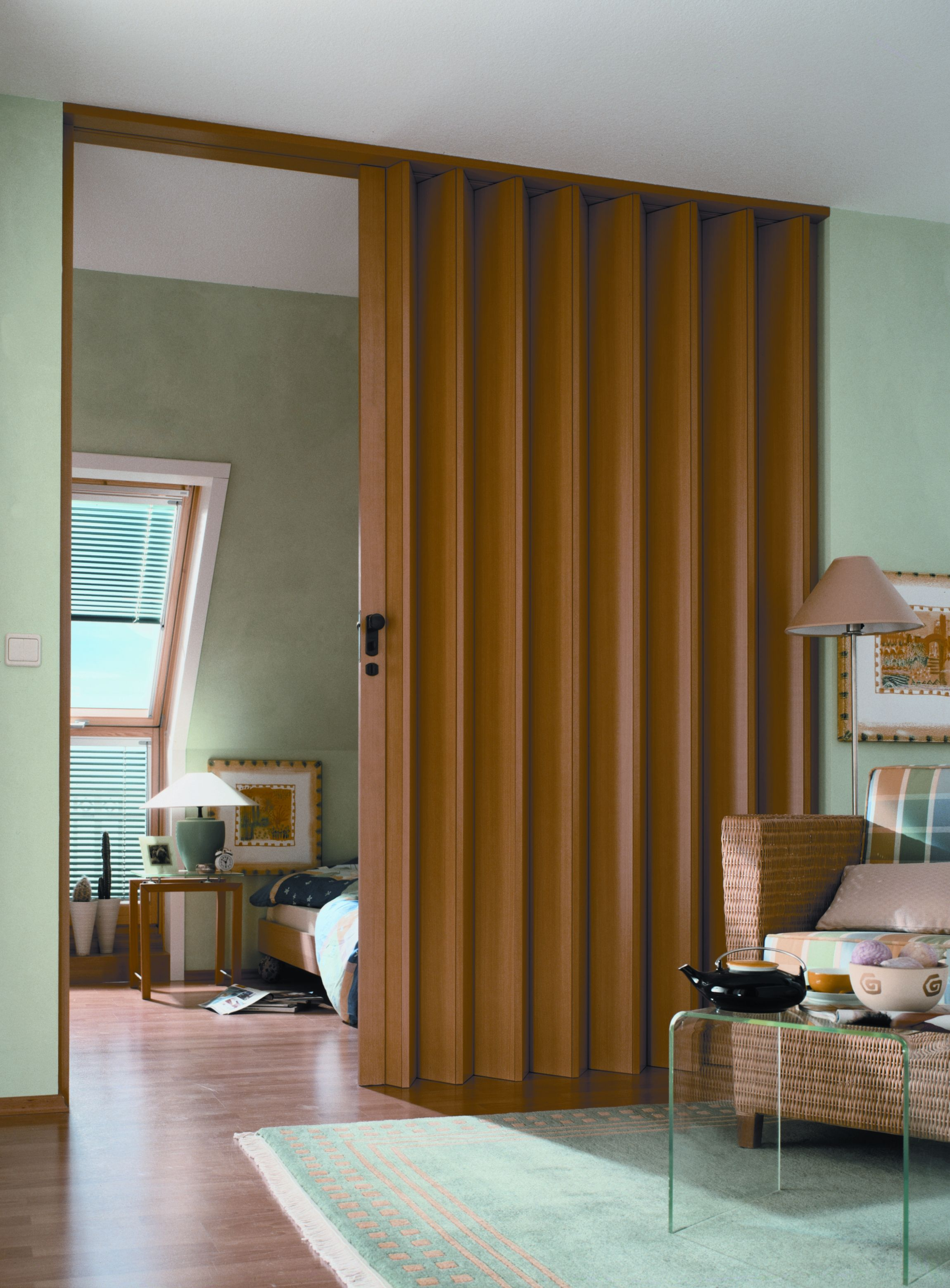 Дверь-гармошка в интерьере дома