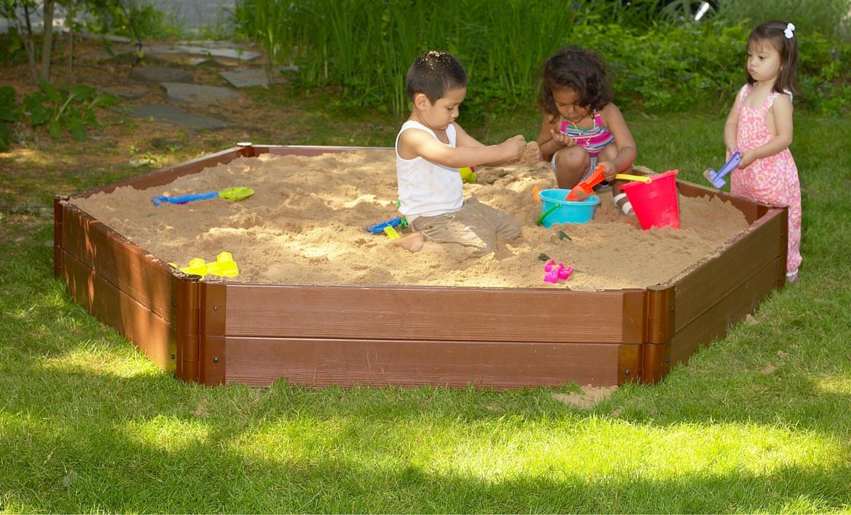 Детская песочница из досок