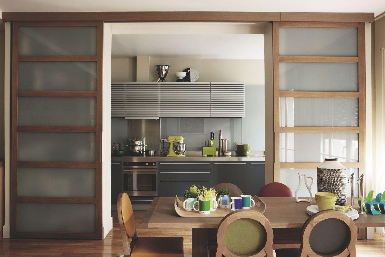 Перегородка между кухней и гостиной с дверями