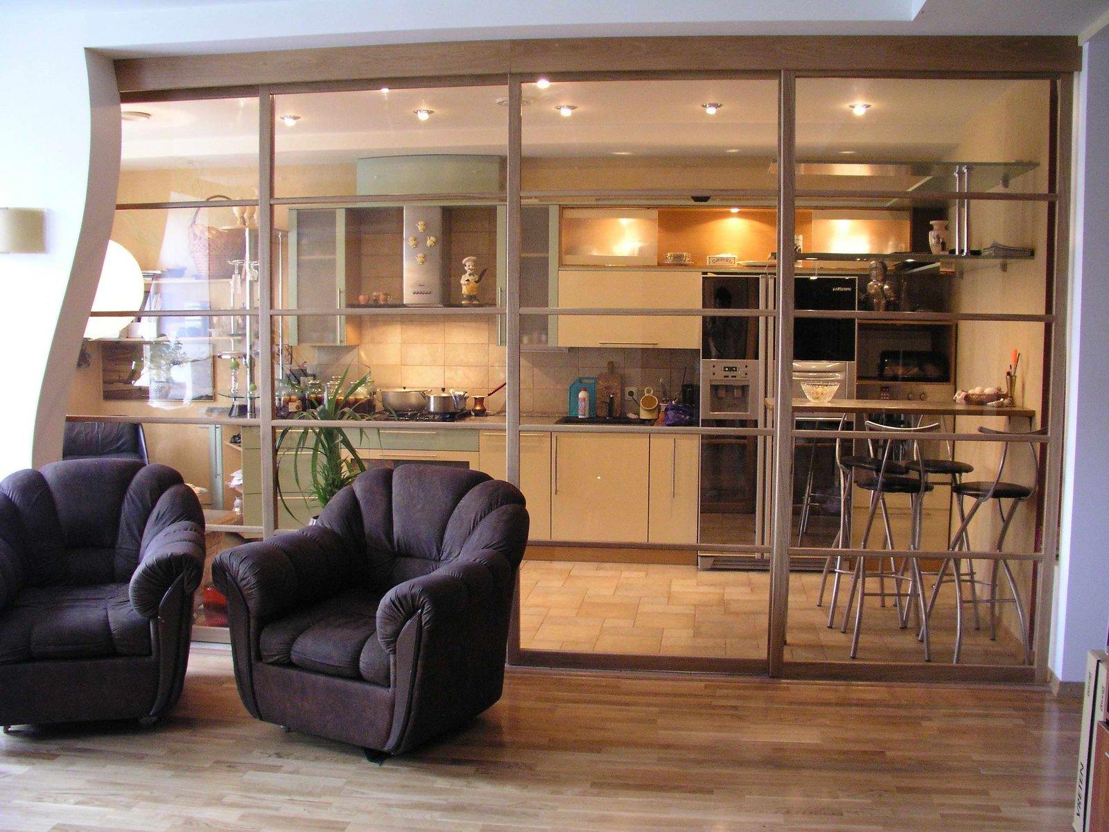 Двери-перегородки между кухней и гостиной