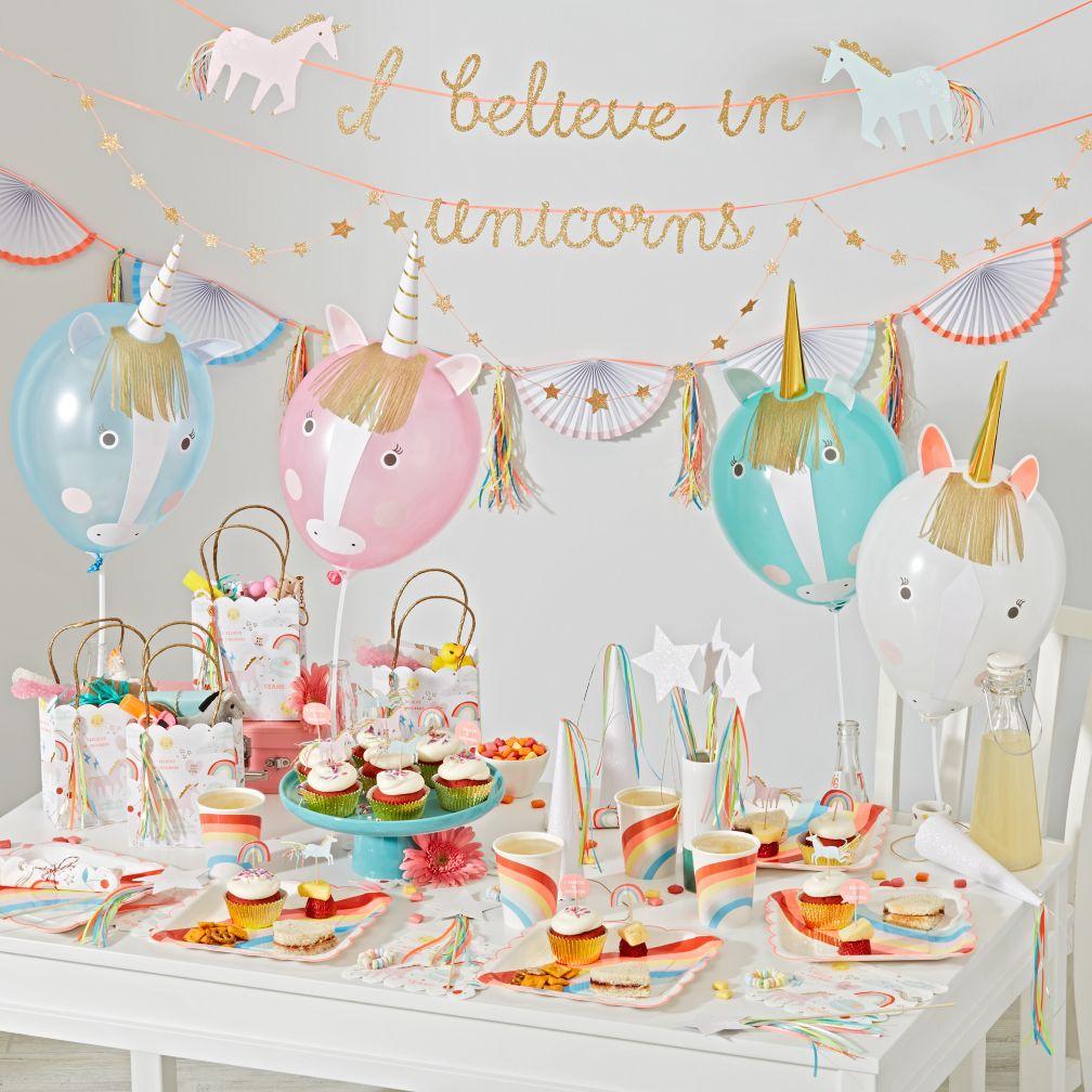 Украшение детского праздничного стола единорогами
