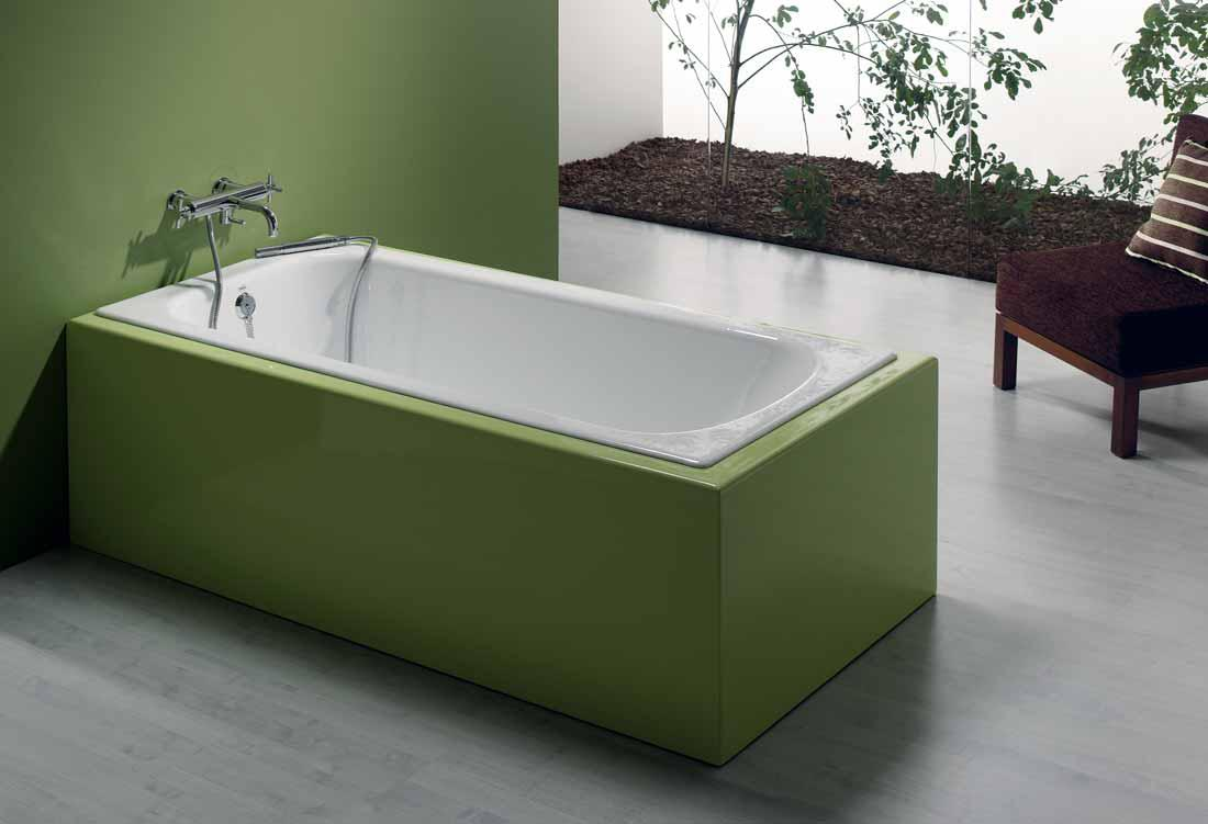 Стальная ванна с декоративным экраном