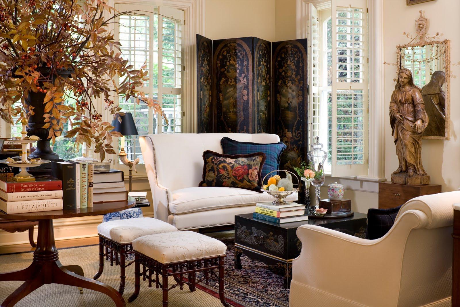 Белый диван в стиле этно