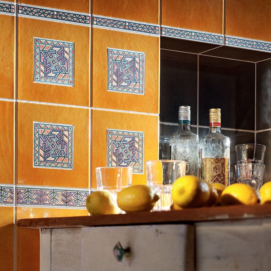 Оранжевая плитка в стиле этно