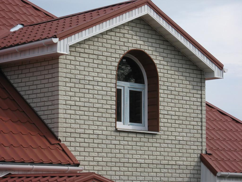 Фасадные панели под кирпич: бюджетная имитация элитной отделки (20 фото)