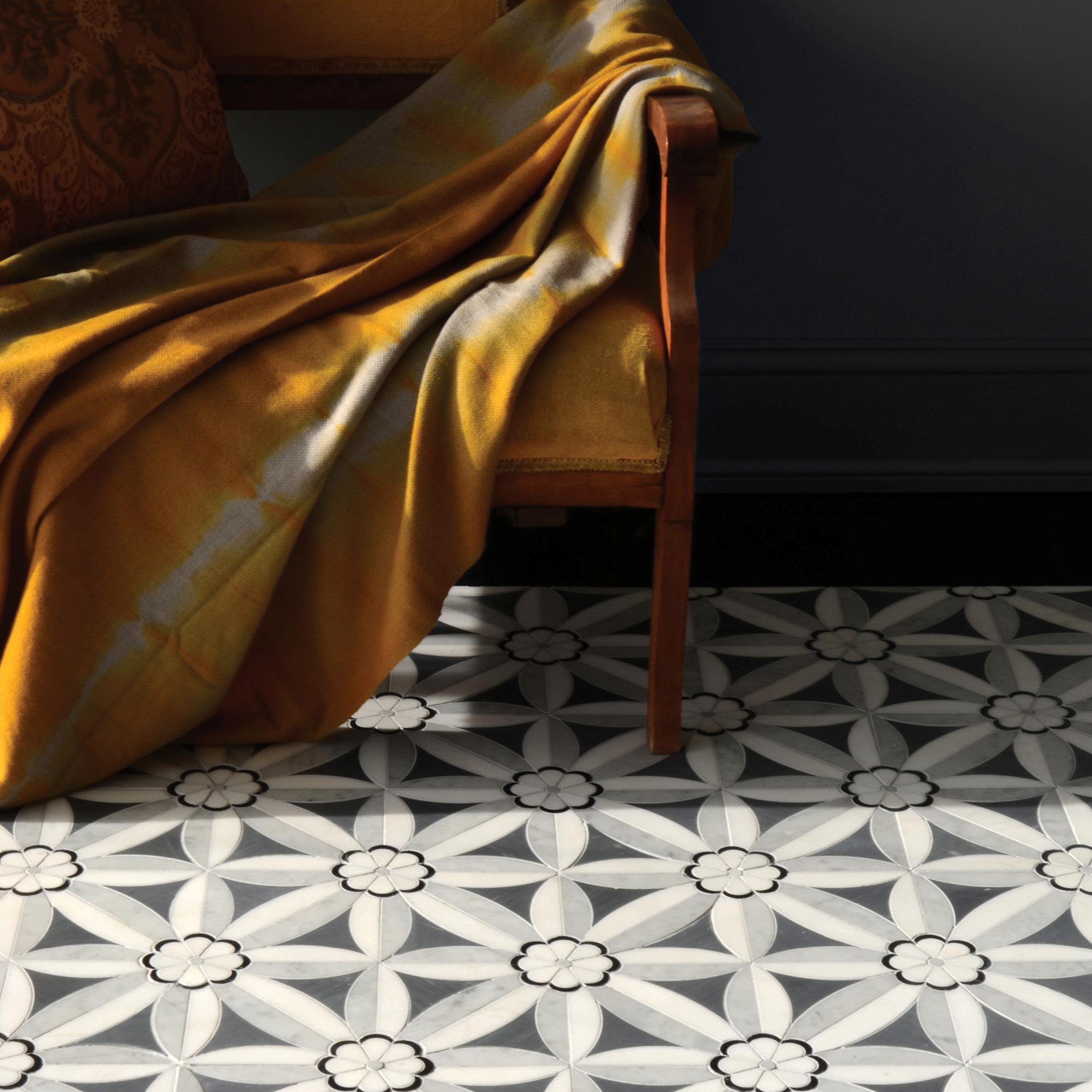 Фигурная мозаика на полу