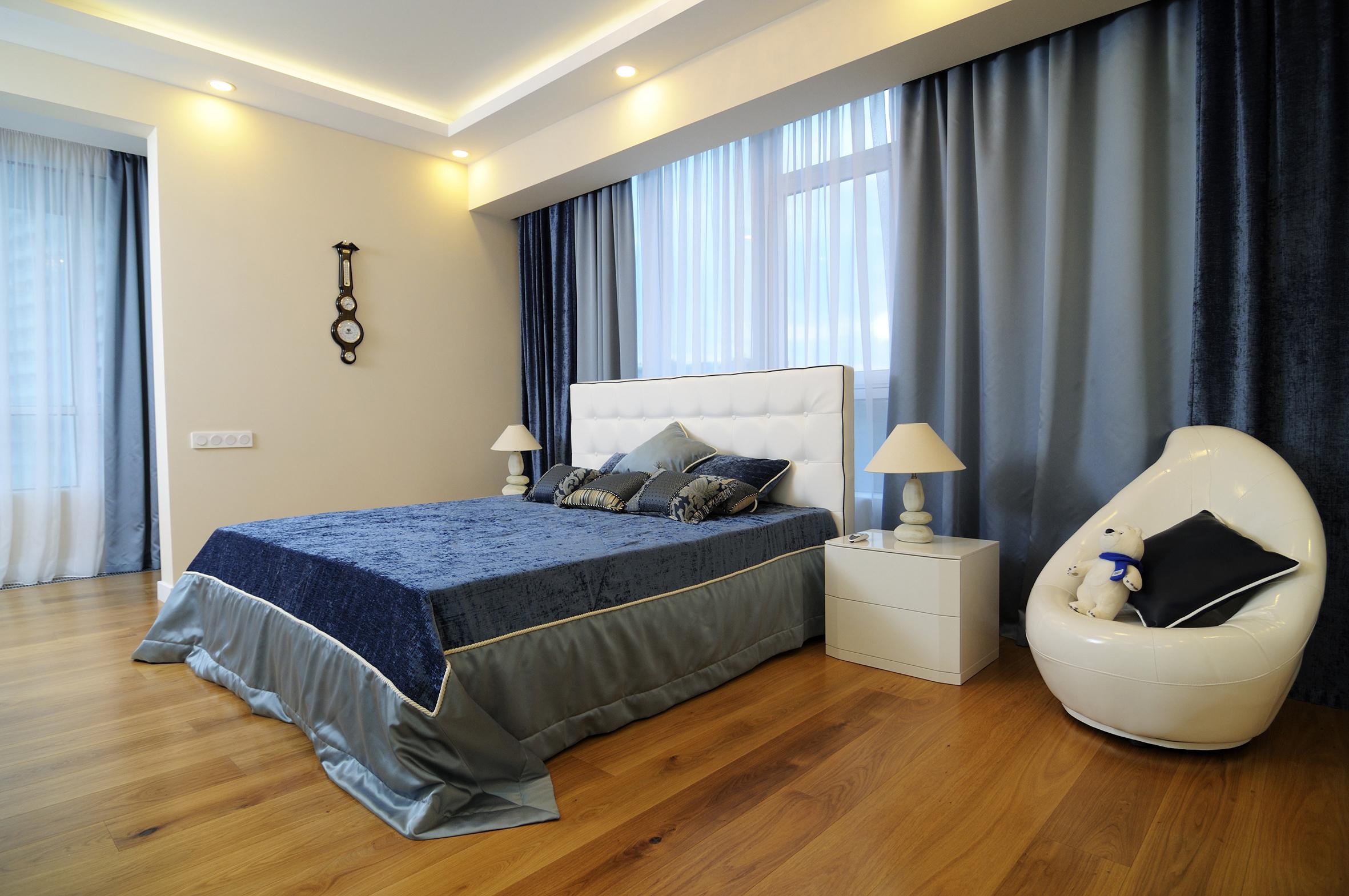 Финишное покрытие стены в спальне