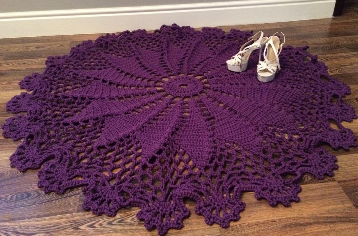 Фиолетовый ковер из шнура