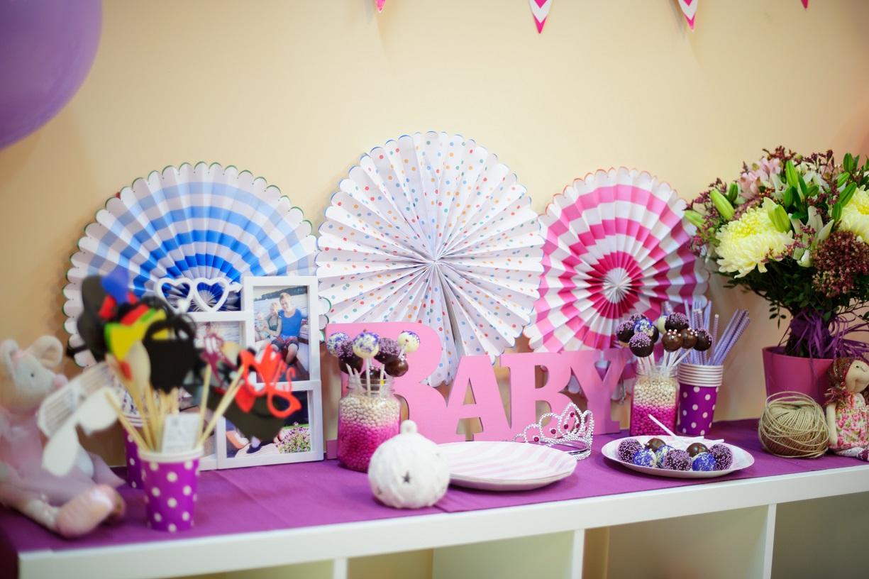 Украшение детского стола в фиолетовом цвете