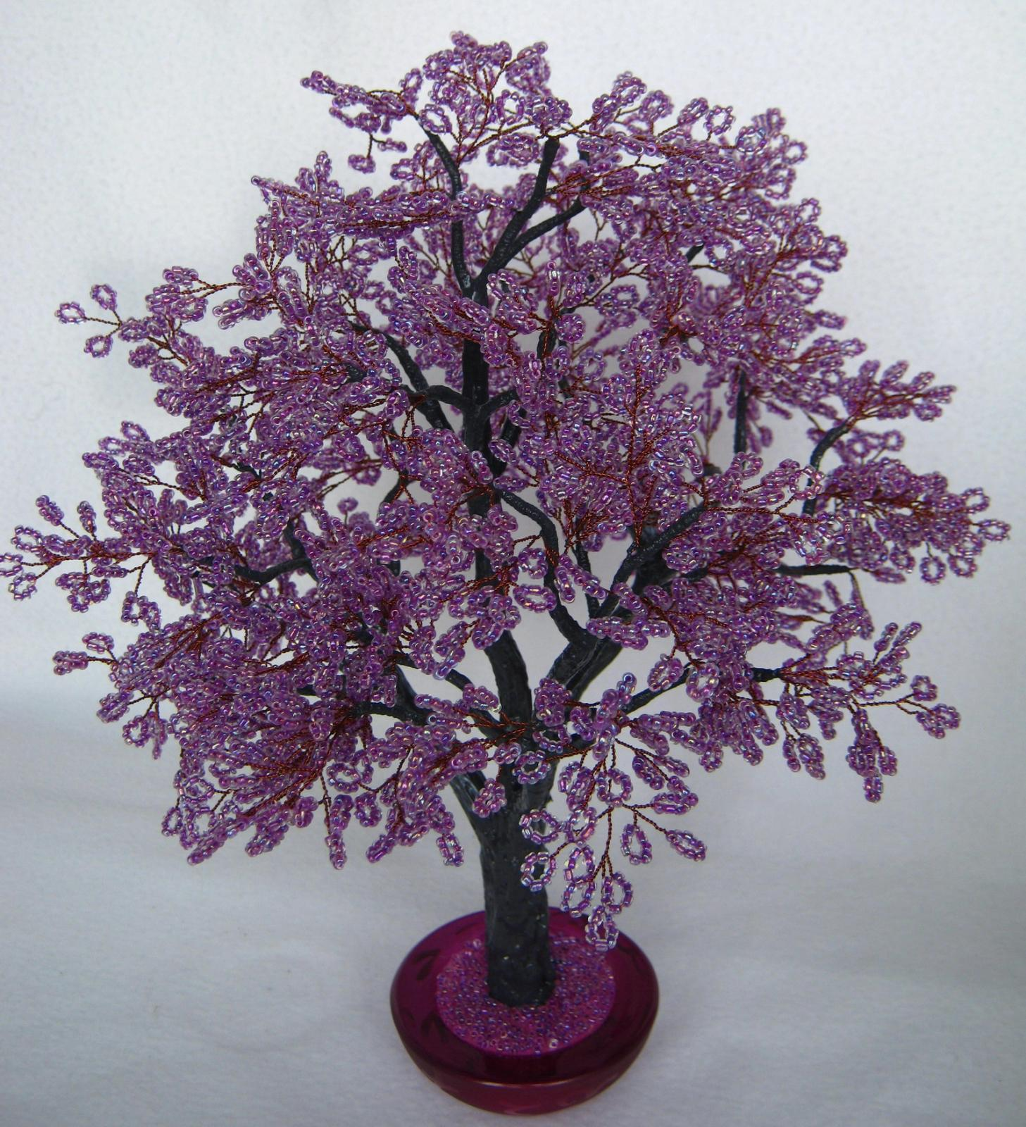 Дерево из фиолетового бисера