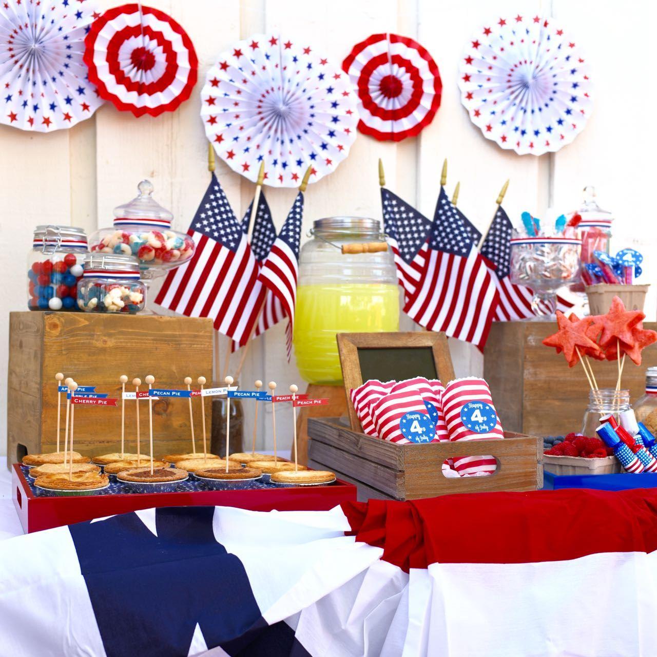 Украшение детского праздничного стола флагами
