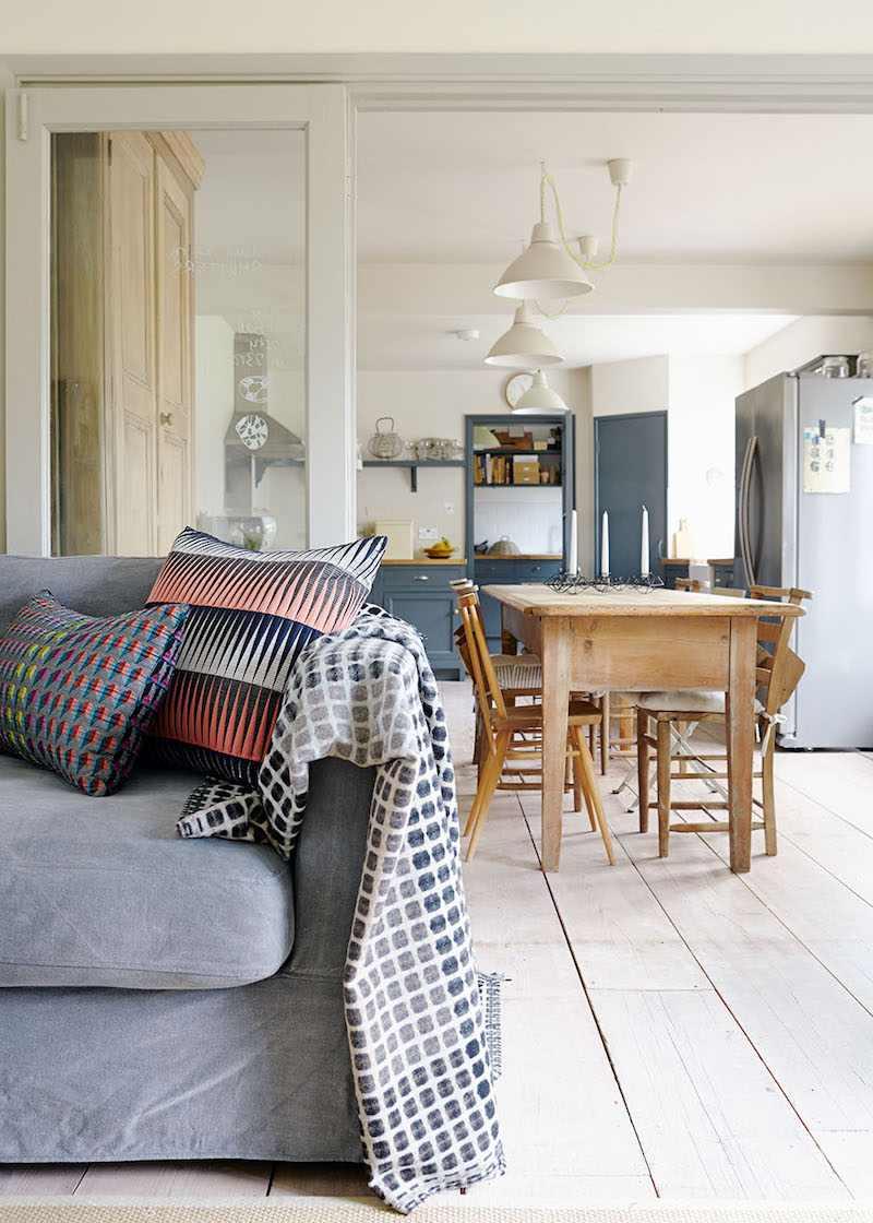 Перегородка между кухней и гостиной во французском стиле