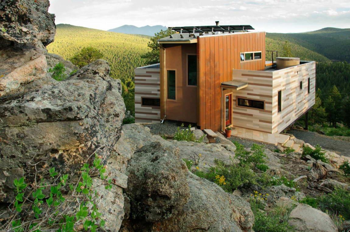 Дом из контейнеров в футуристическом стиле
