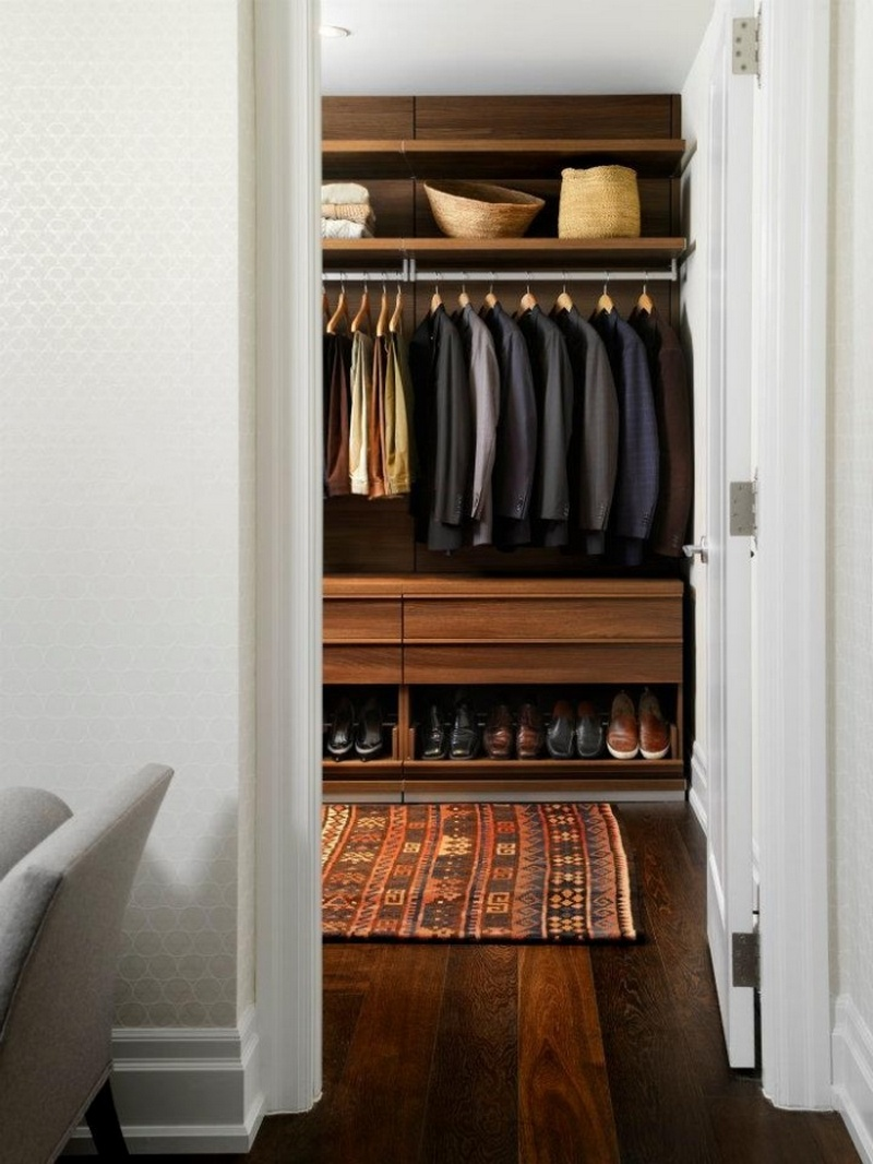 Килим в гардеробной комнате