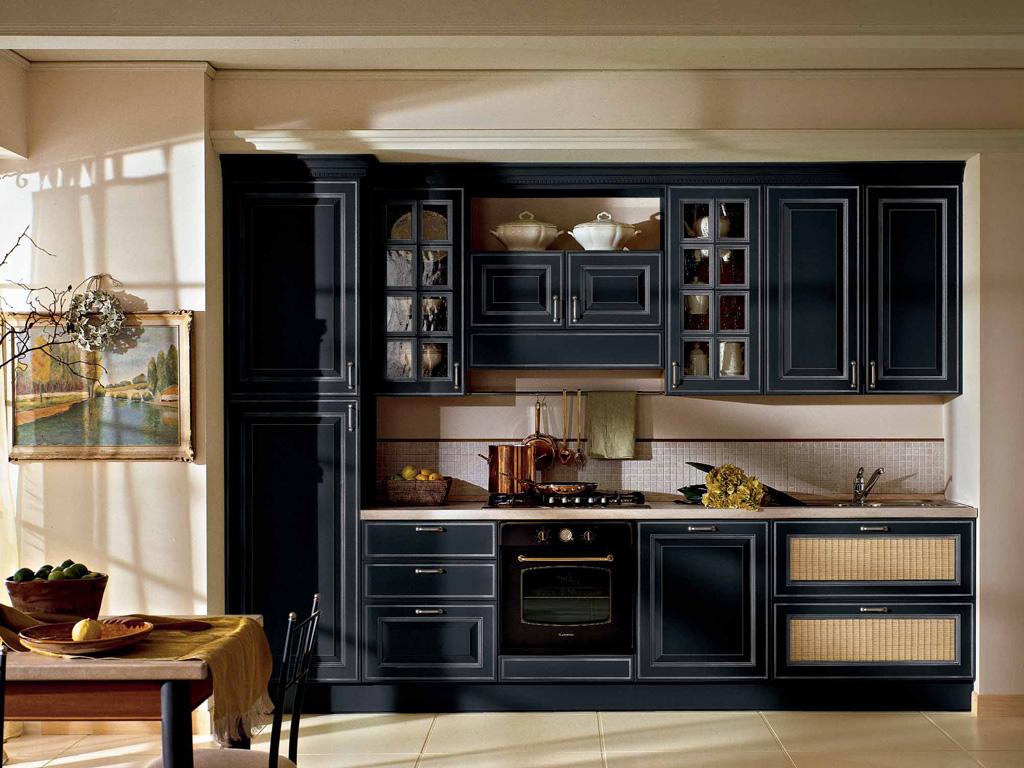 Шкаф-пенал в кухонном гарнитуре