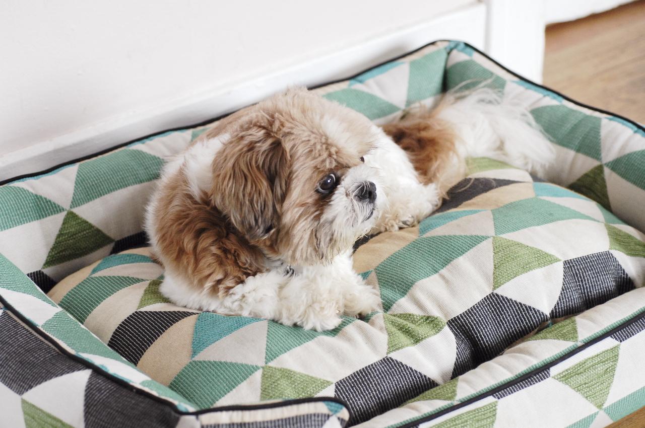 Лежанка для собаки с геометрическим рисунком
